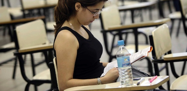 Estudante aguarda in�cio da prova da Unicamp, em S�o Paulo