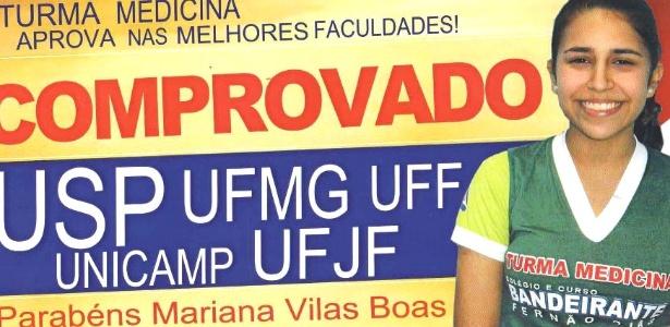 A estudante mineira Mariana Silva Vilas Boas, 19, posa para foto de propaganda do cursinho